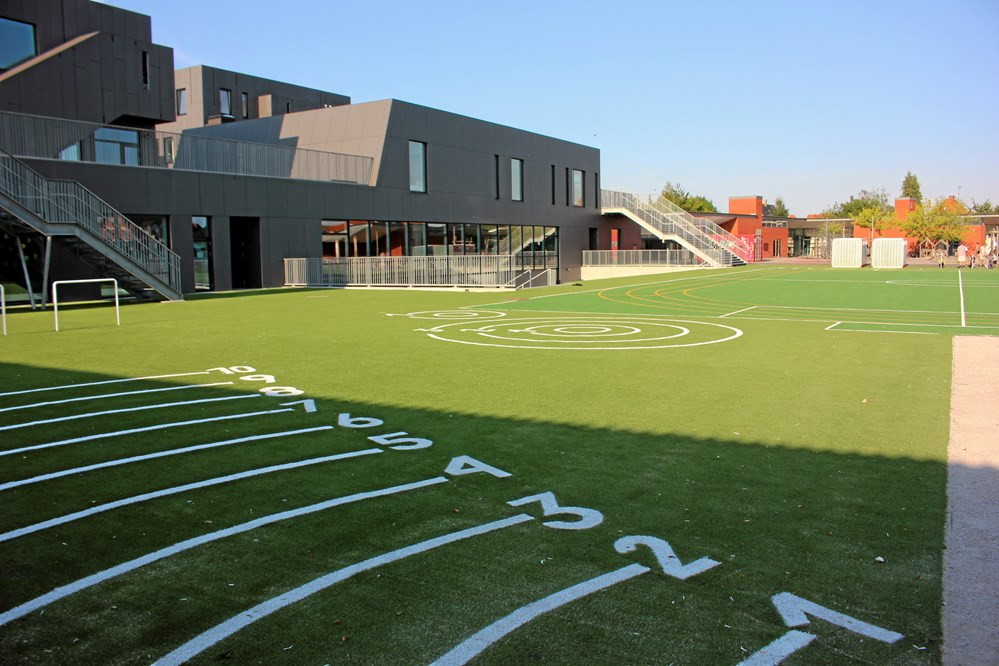 Kunstgræs School Multi-Sport Facility by Unisport