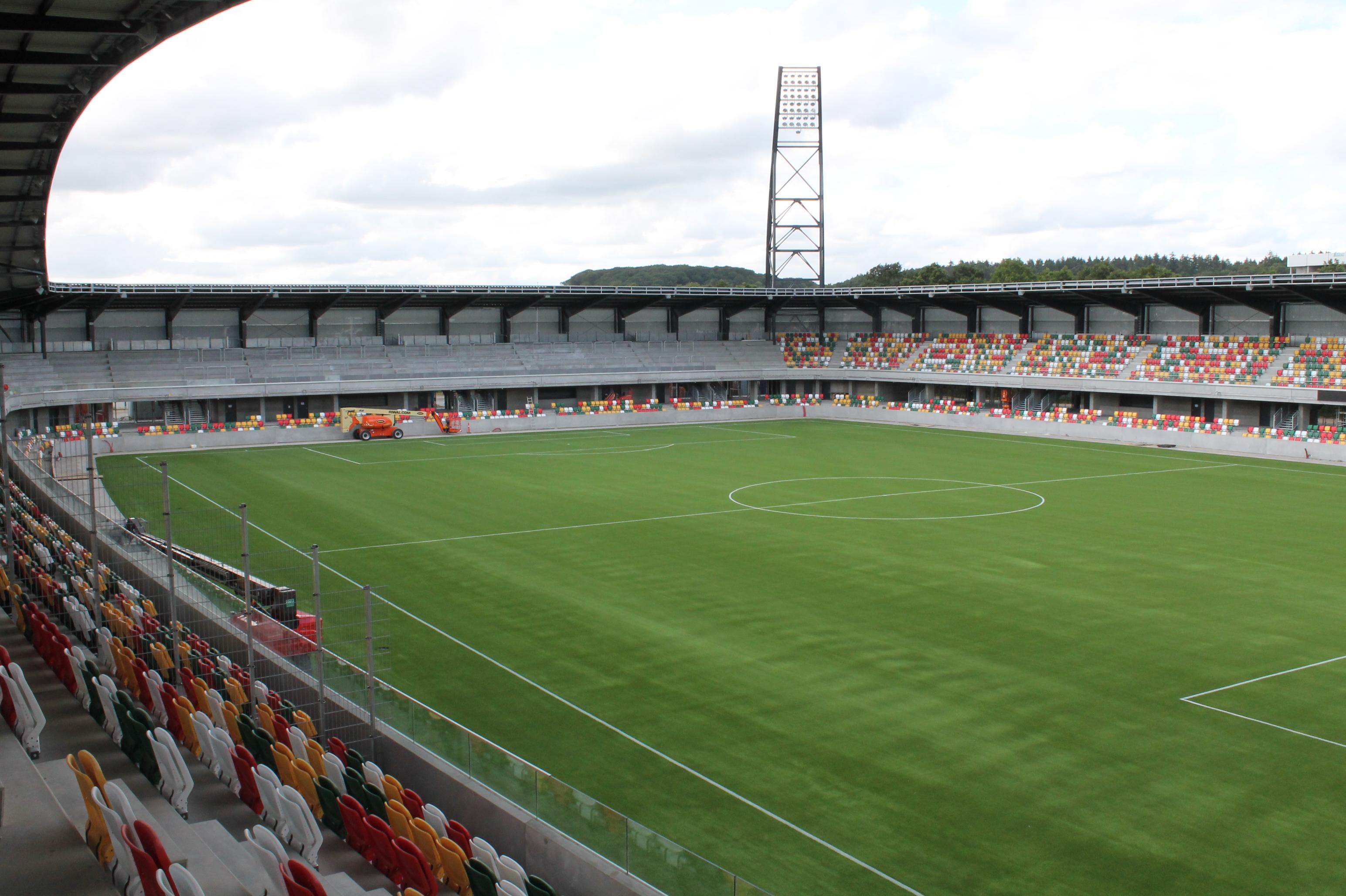 kunstgræs fodbold tribunestole jysk park unisport