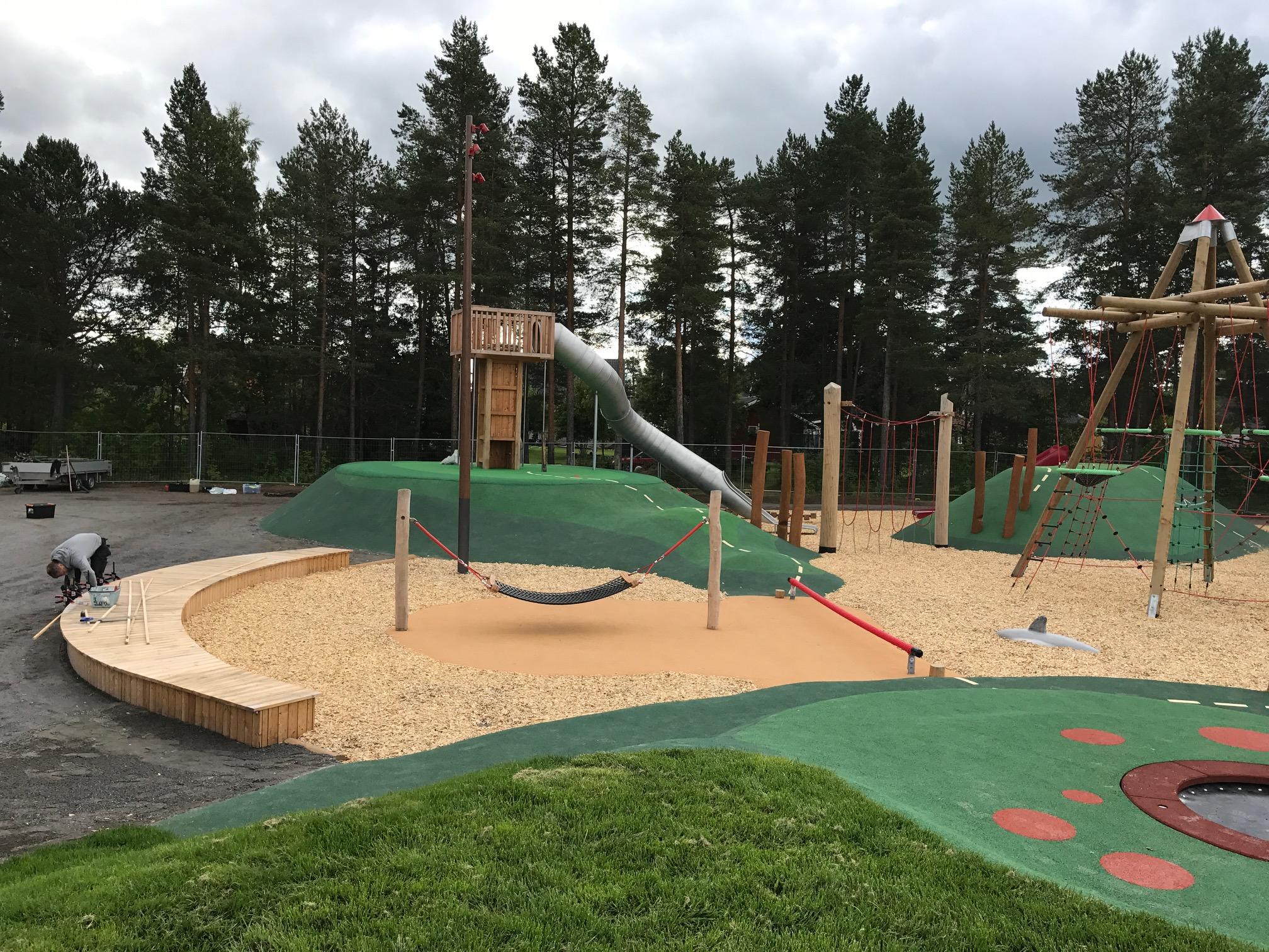 allaktivitetspark umedalen med konstgräs och fallskyddsgummi från uniport