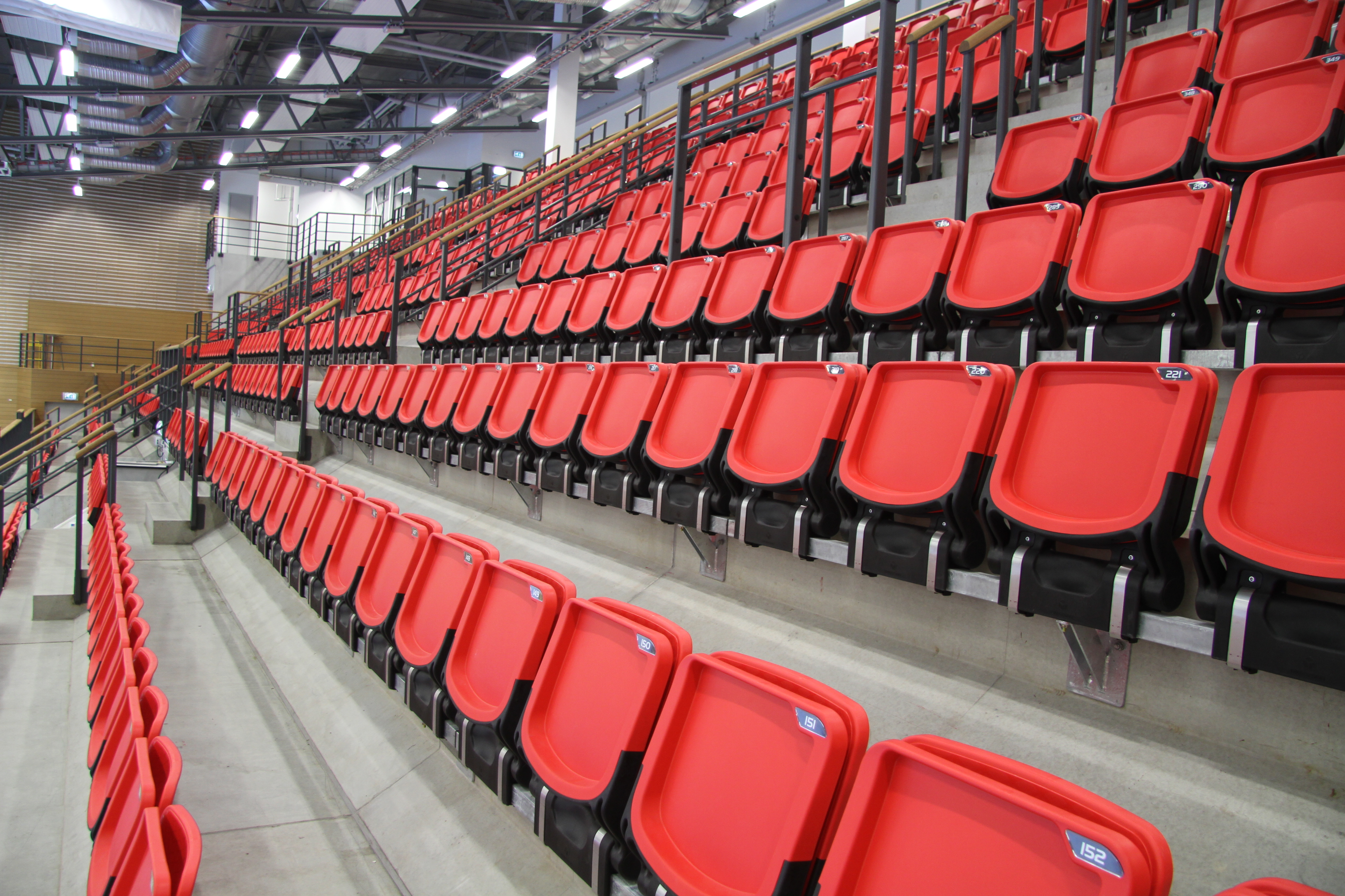tribunestoler i plast fra unisport