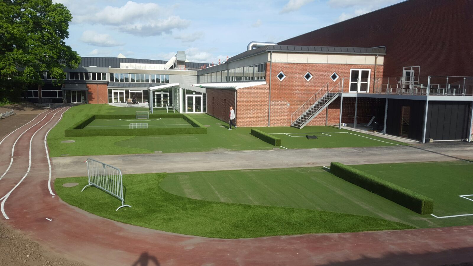 konstgräs skola skolgård lekplats multibana från unisport
