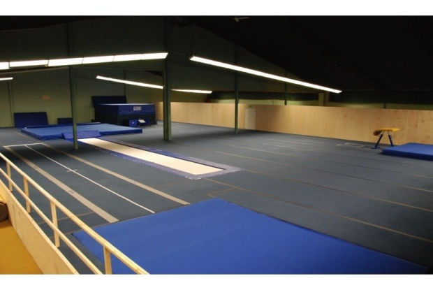 LEG gymnastikredskap trampoliner tumblinggolv hoppgropsmadrass trampett