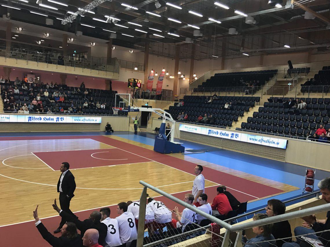 sportgolv mobilt basketgolv innebandygolv läktarstolar ifu arena från unisport