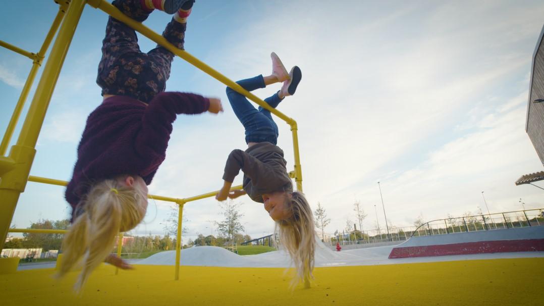 konstgräs lekplats hyllievångskolan malmö från unisport