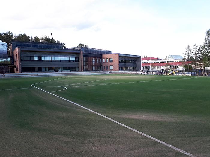 Saltex Active pesäpallokenttä Kuokkalan yhtenäiskoulussa Jyväskylässä