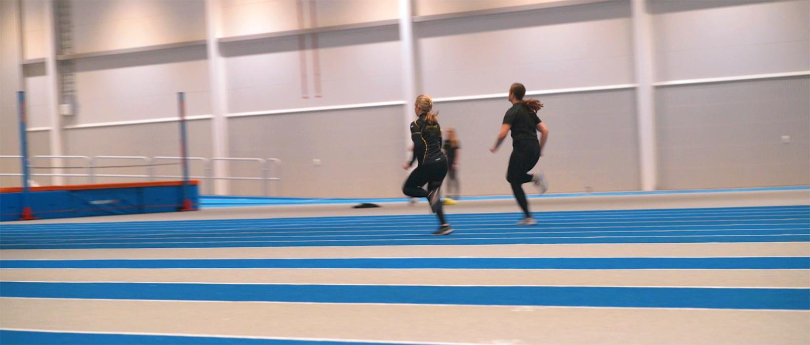 Florahallen - Skellefteå Florahallen - Skellefteå idrottshall friidrottshall sportgolv löparbana läktarsystem unisport